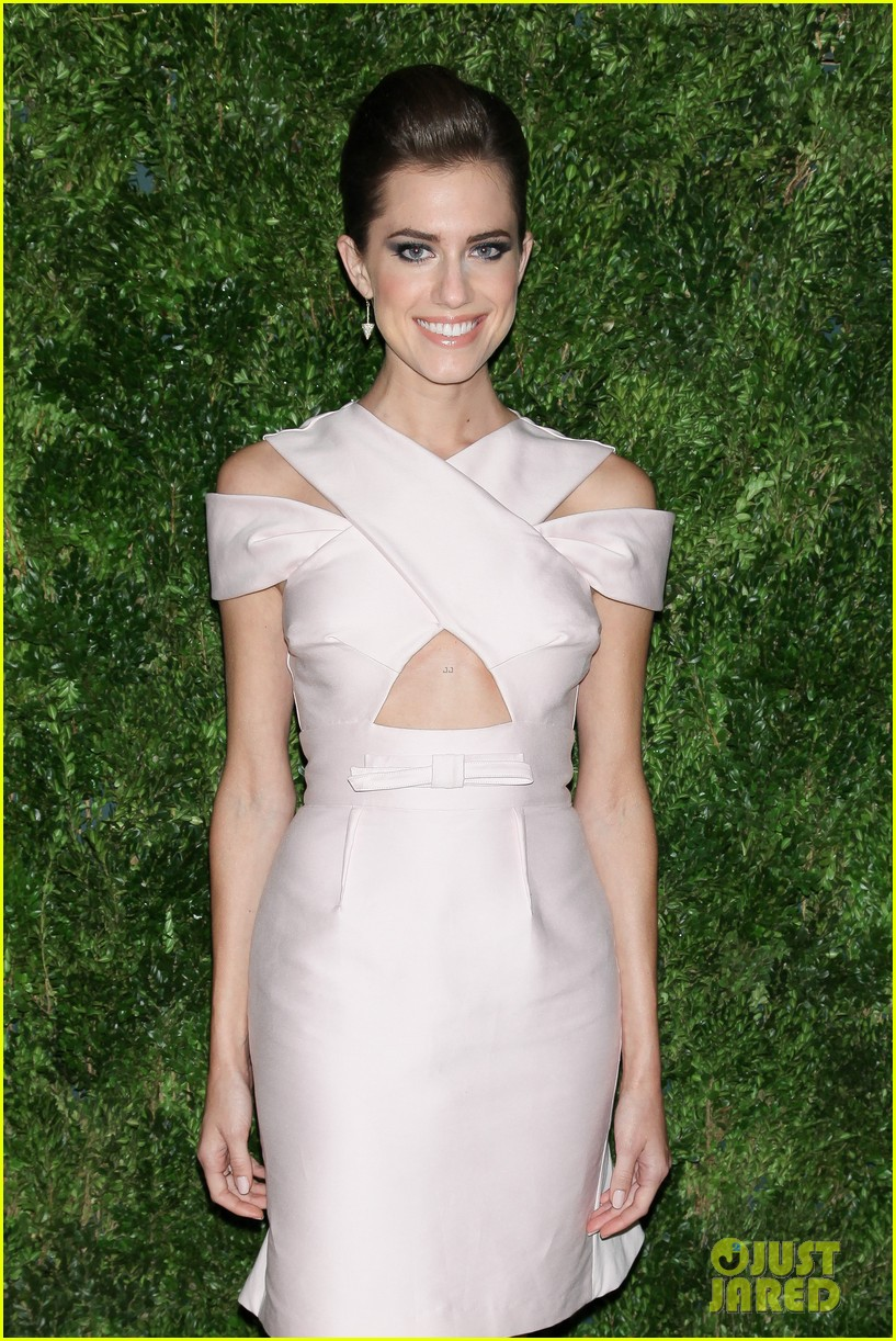 emma stone allison williams cfda vogue fashion fund awards 2012 15