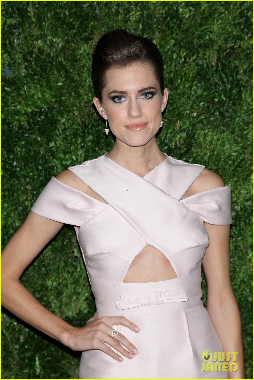 emma stone allison williams cfda vogue fashion fund awards 2012 17
