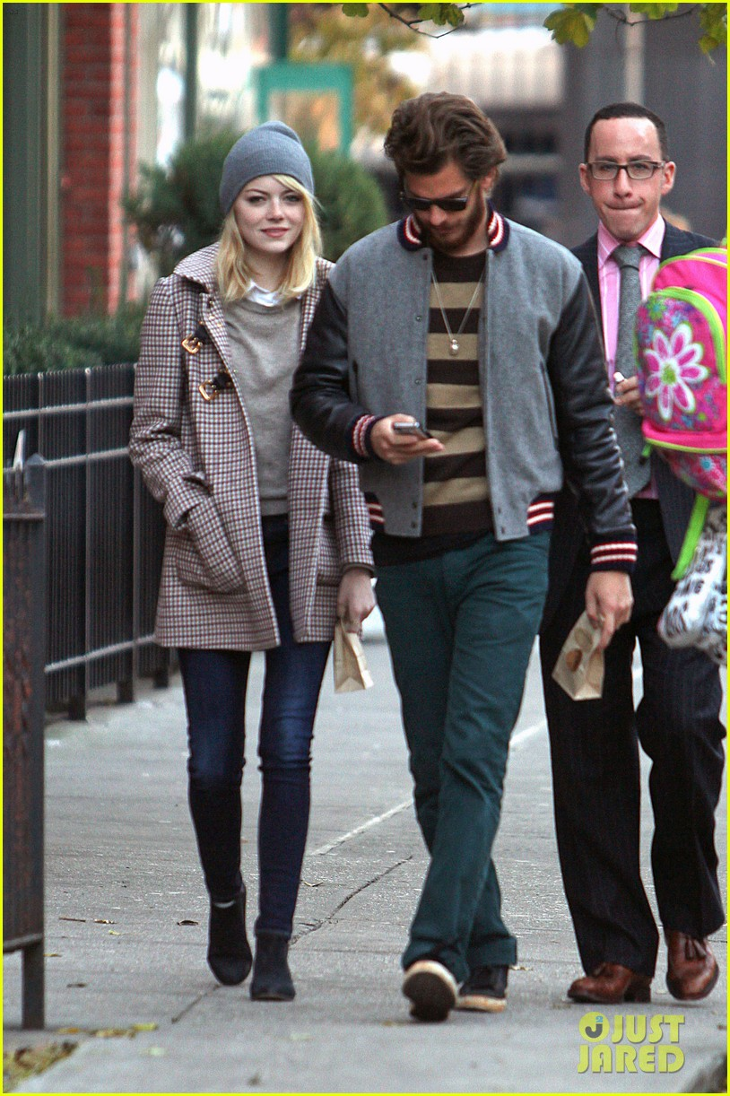emma stone andrew garfield chelsea couple 03