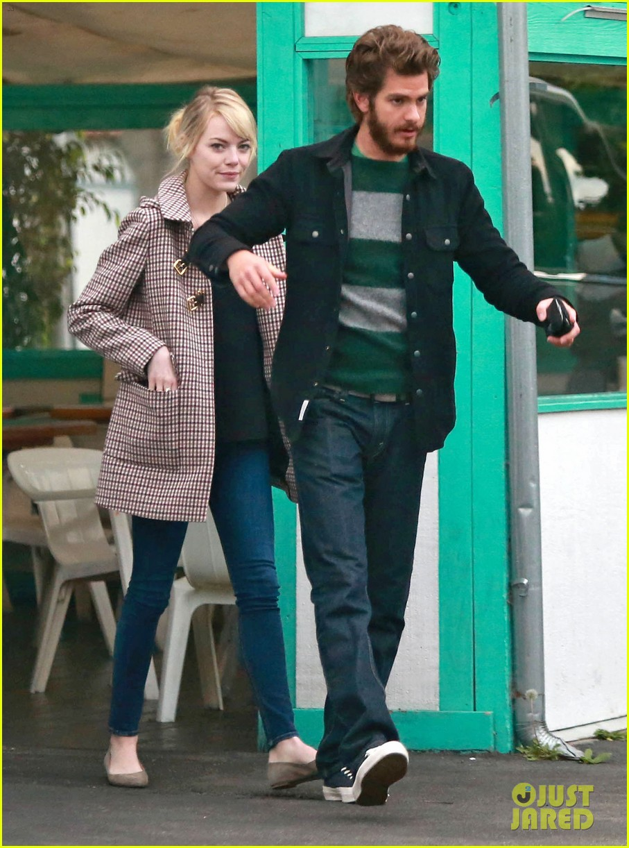 emma stone andrew garfield funny faces at photogs 012754110