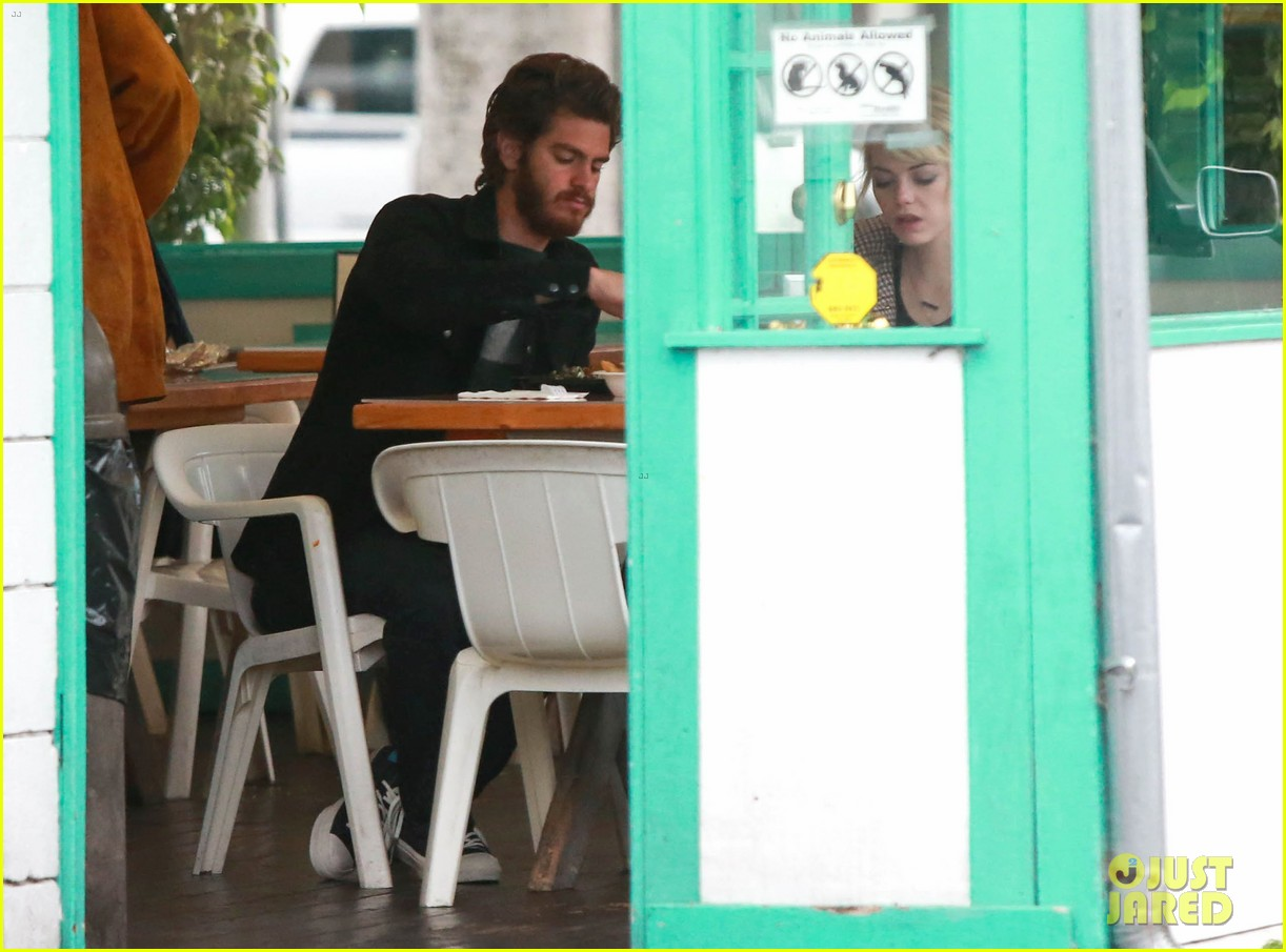 emma stone andrew garfield funny faces at photogs 082754117