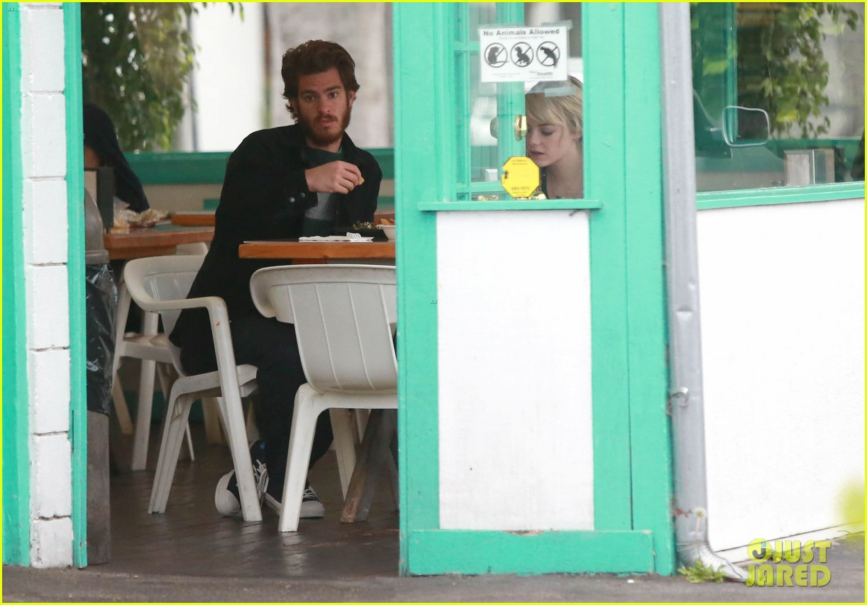 emma stone andrew garfield funny faces at photogs 092754118