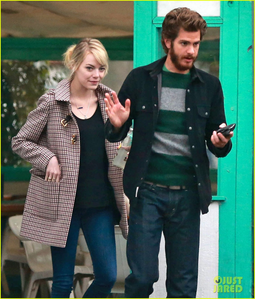 emma stone andrew garfield funny faces at photogs 25