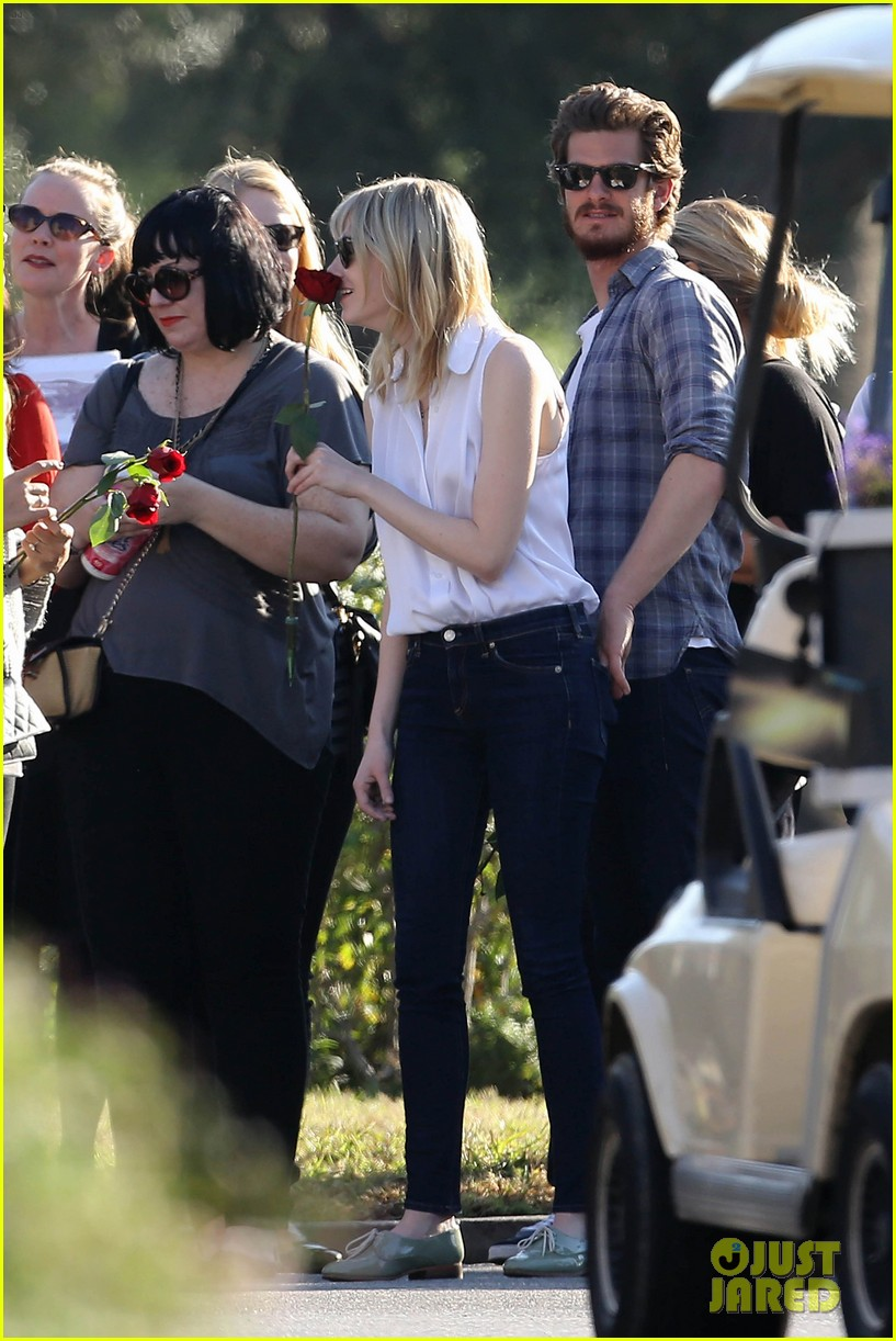 emma stone andrew garfield cemetary of the stars tour 072750681