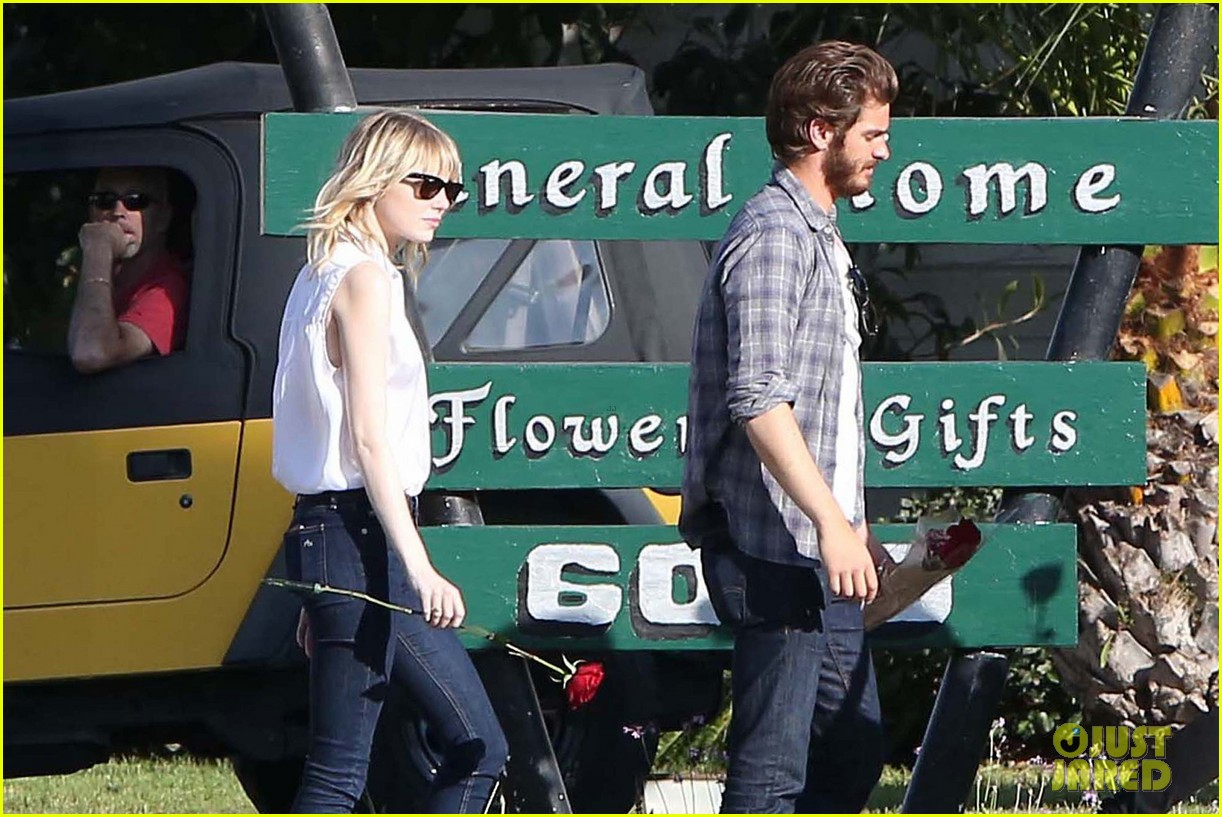 emma stone andrew garfield cemetary of the stars tour 082750682