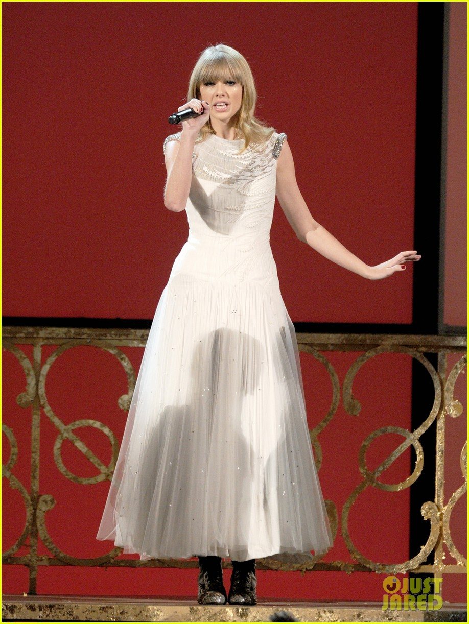 taylor swift i knew you were trouble at amas watch now 012760350