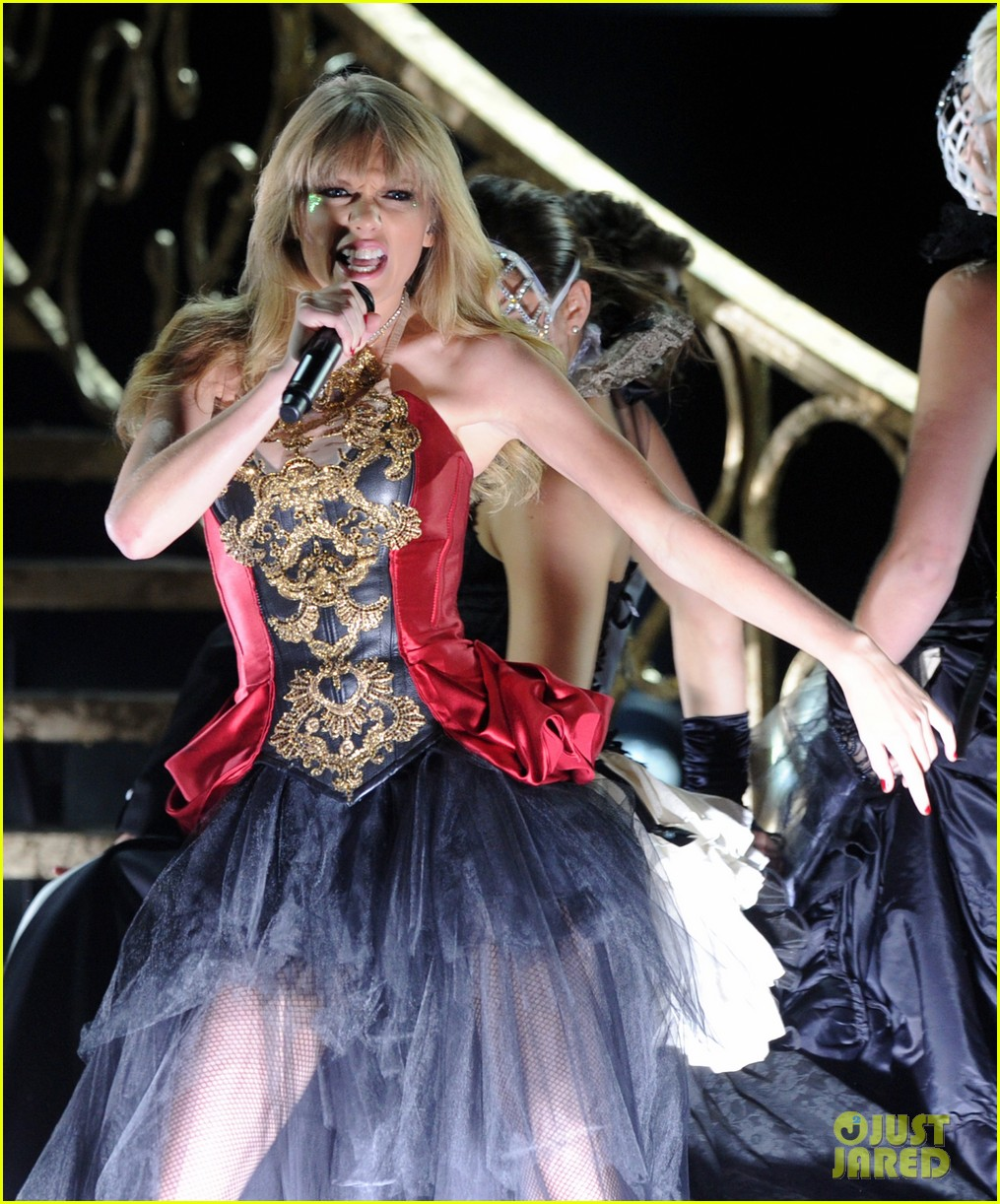 taylor swift i knew you were trouble at amas watch now 052760354