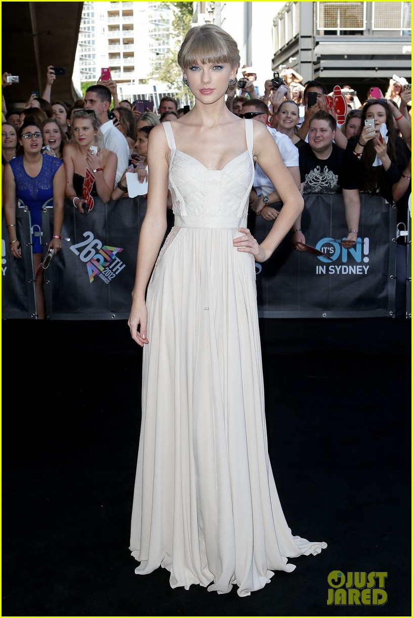 taylor swift aria awards 2012 red carpet 012765906