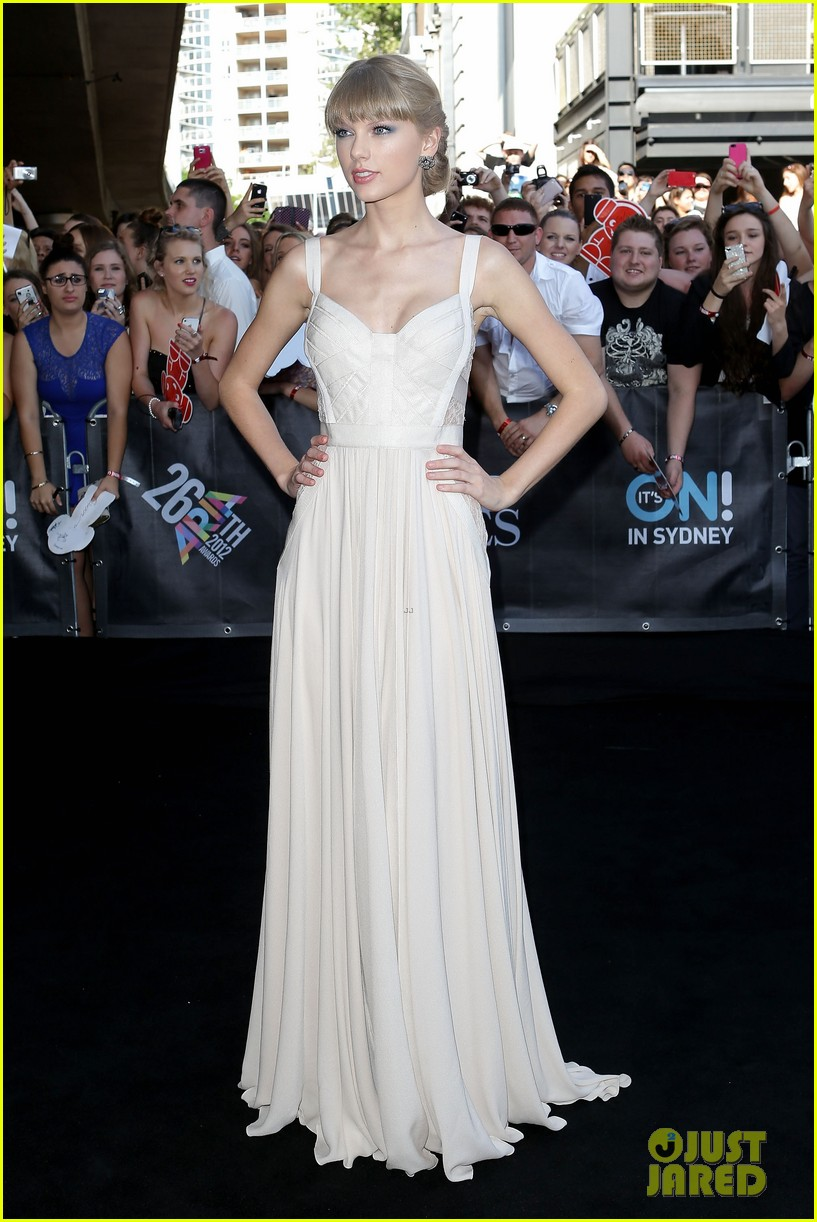 taylor swift aria awards 2012 red carpet 042765909