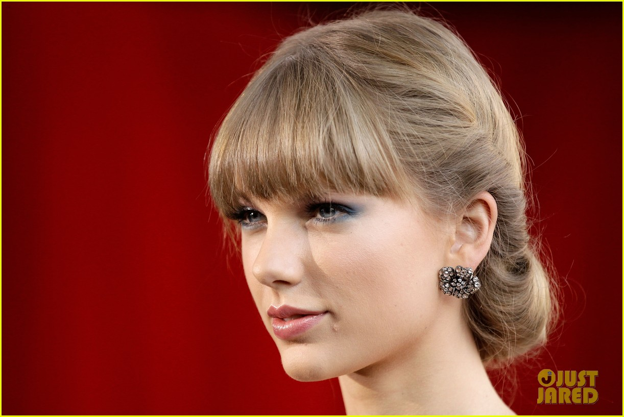taylor swift aria awards 2012 red carpet 062765911