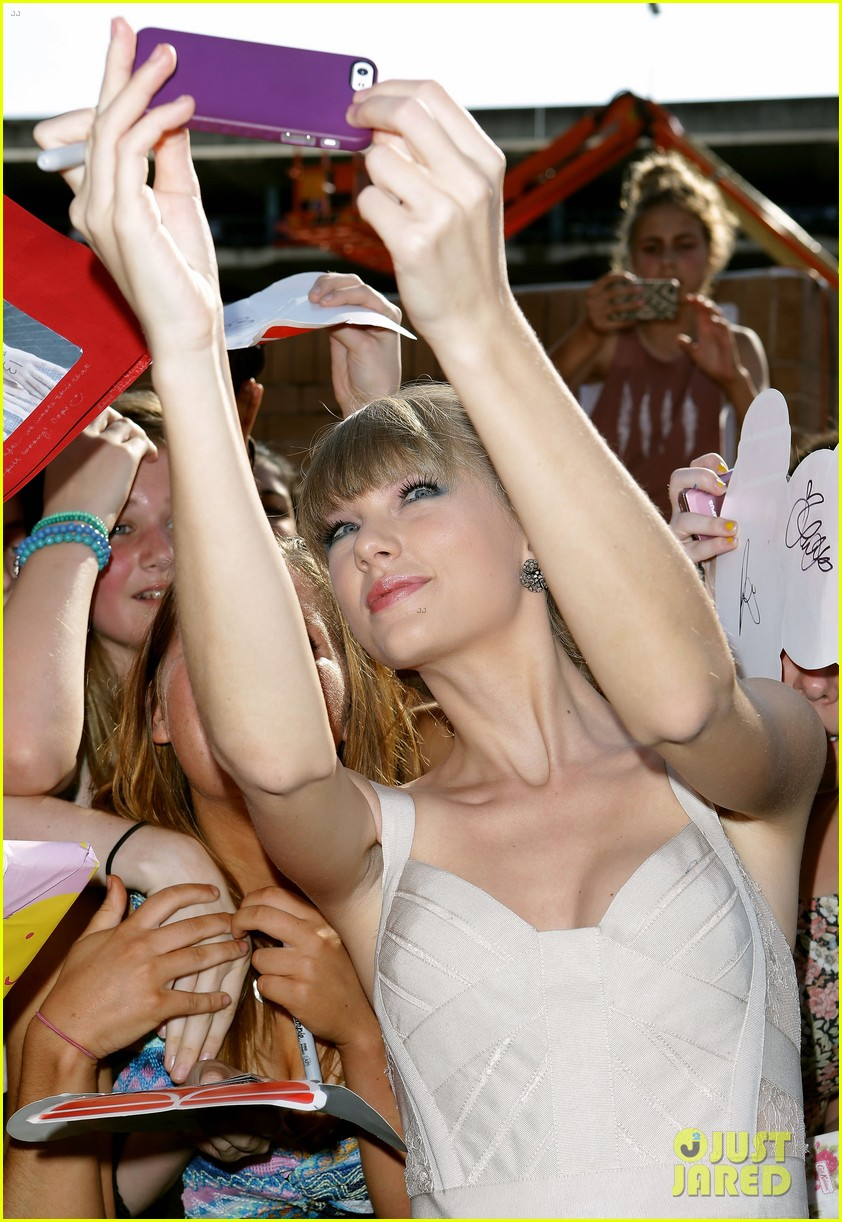 taylor swift aria awards 2012 red carpet 14