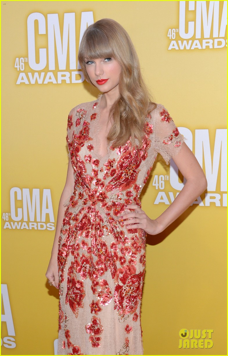 taylor swift cma 2012 red carpet 042749546
