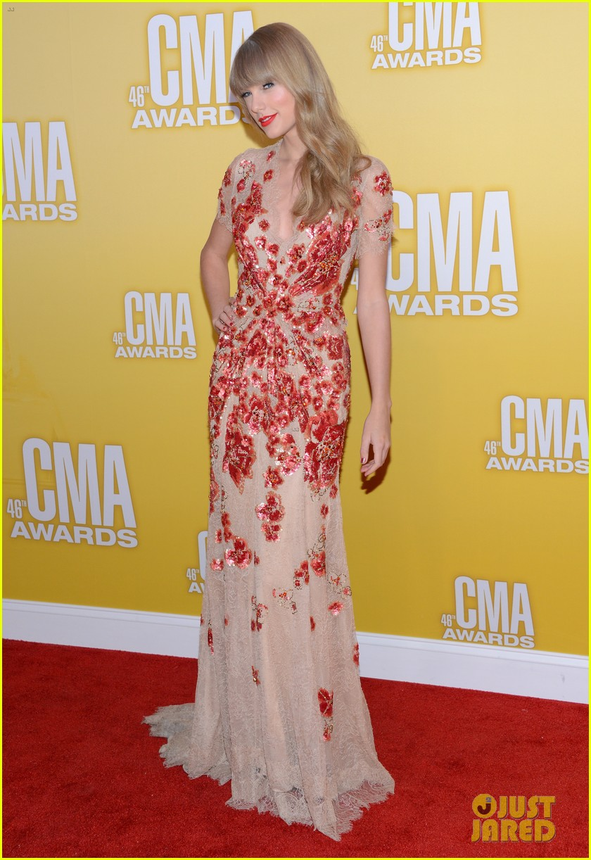 taylor swift cma 2012 red carpet 052749547