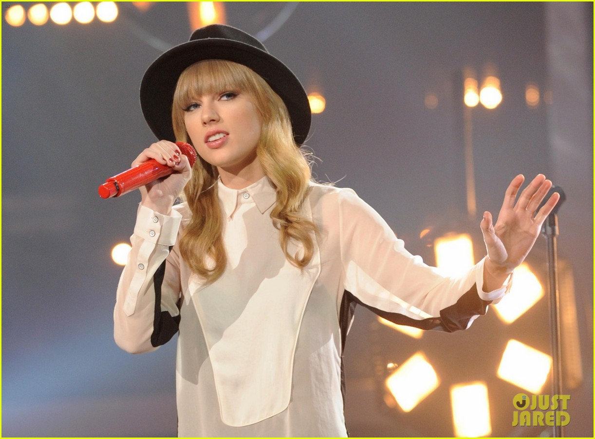 taylor swift hangs with harry styles at x factor rehearsals 032758607