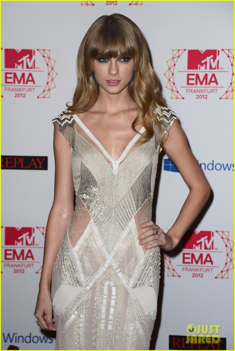 taylor swift lana del rey mtv emas 2012 red carpet 04