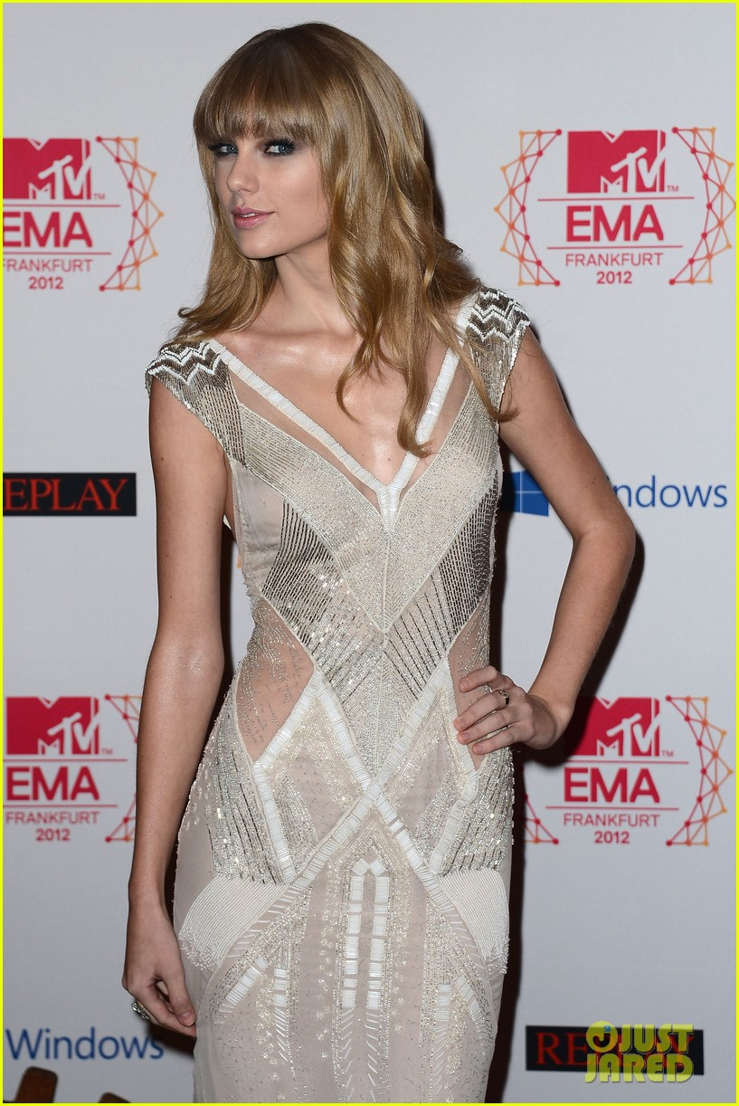 taylor swift lana del rey mtv emas 2012 red carpet 08