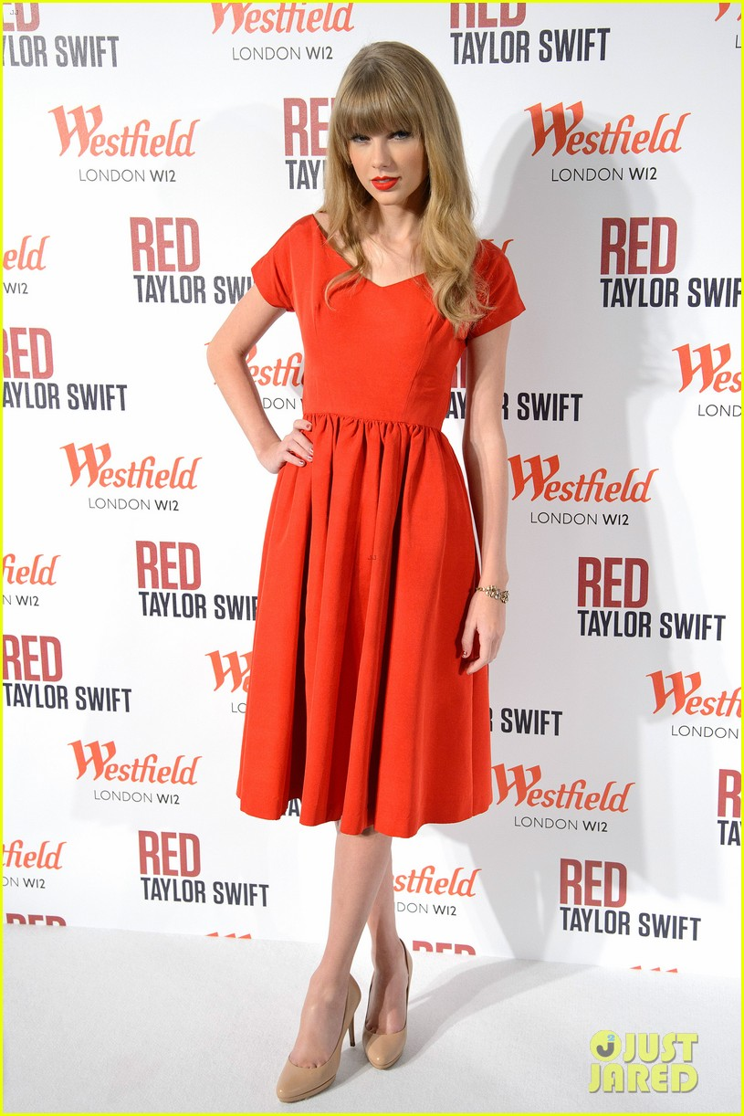 taylor swift westfield london christmas lights ceremony 052751911