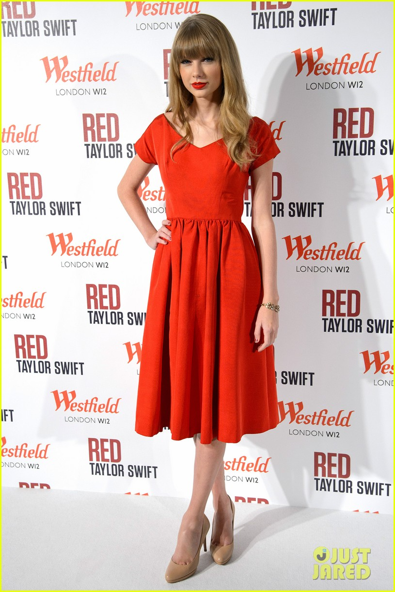 taylor swift westfield london christmas lights ceremony 06