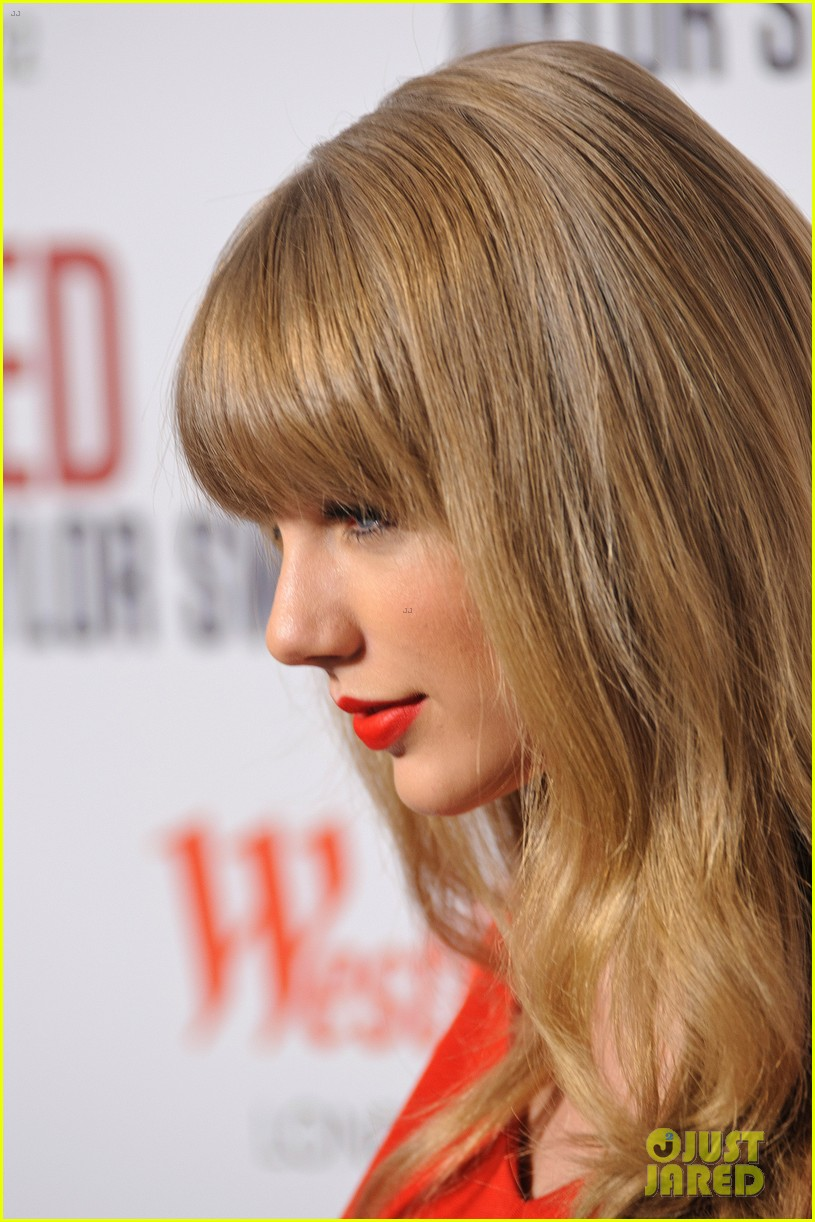 taylor swift westfield london christmas lights ceremony 09