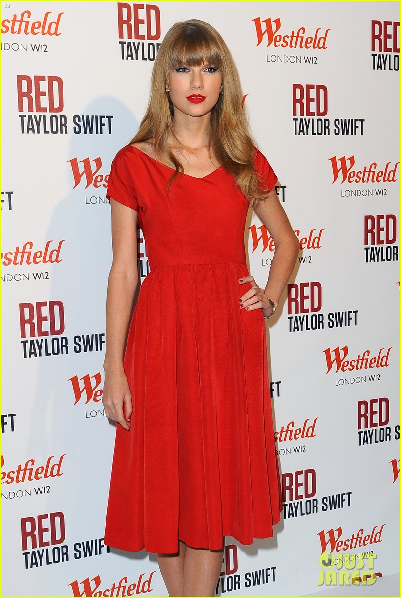 taylor swift westfield london christmas lights ceremony 13