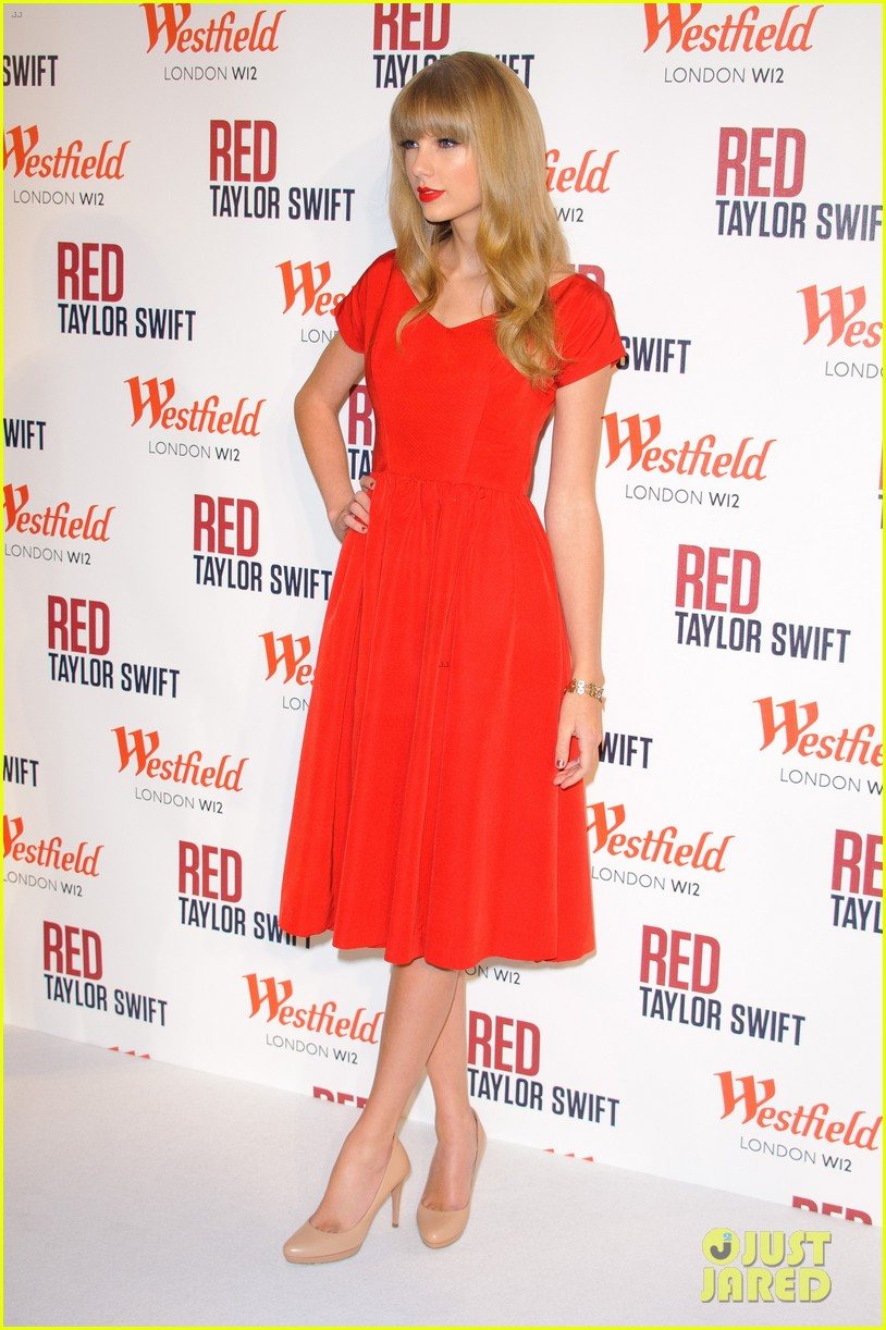 taylor swift westfield london christmas lights ceremony 20