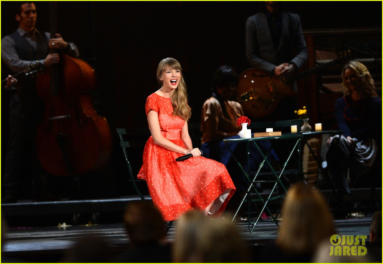 taylor swift live performance cmas 032749611