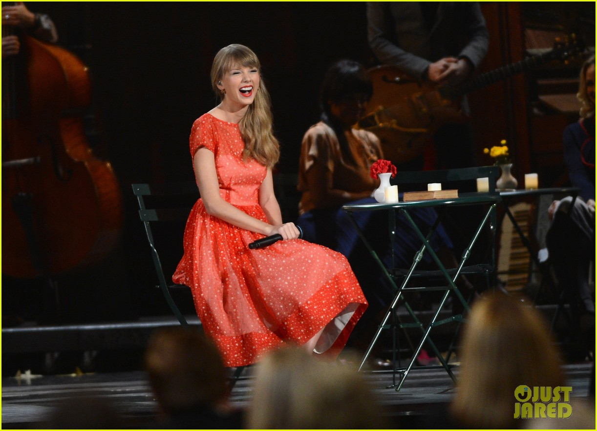 taylor swift live performance cmas 09