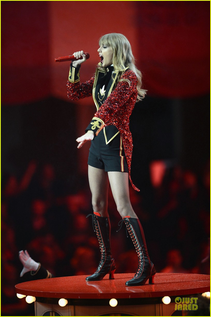 taylor swift mtv emas performance watch now 10