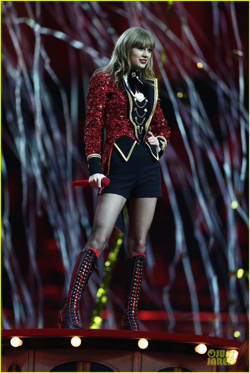 taylor swift mtv emas performance watch now 112755460
