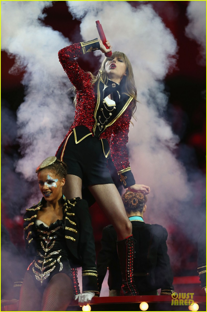 taylor swift mtv emas performance watch now 12