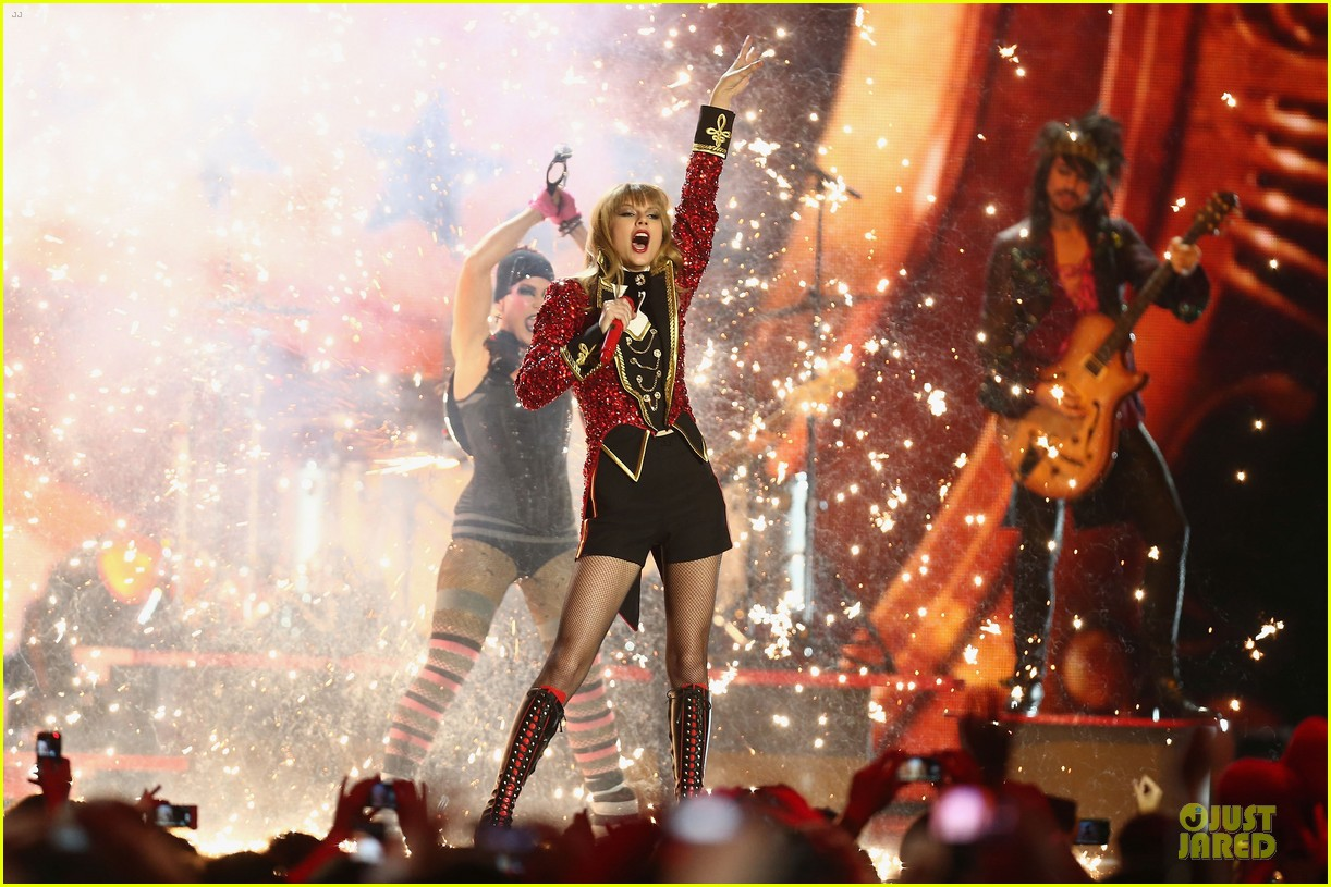 taylor swift mtv emas performance watch now 17