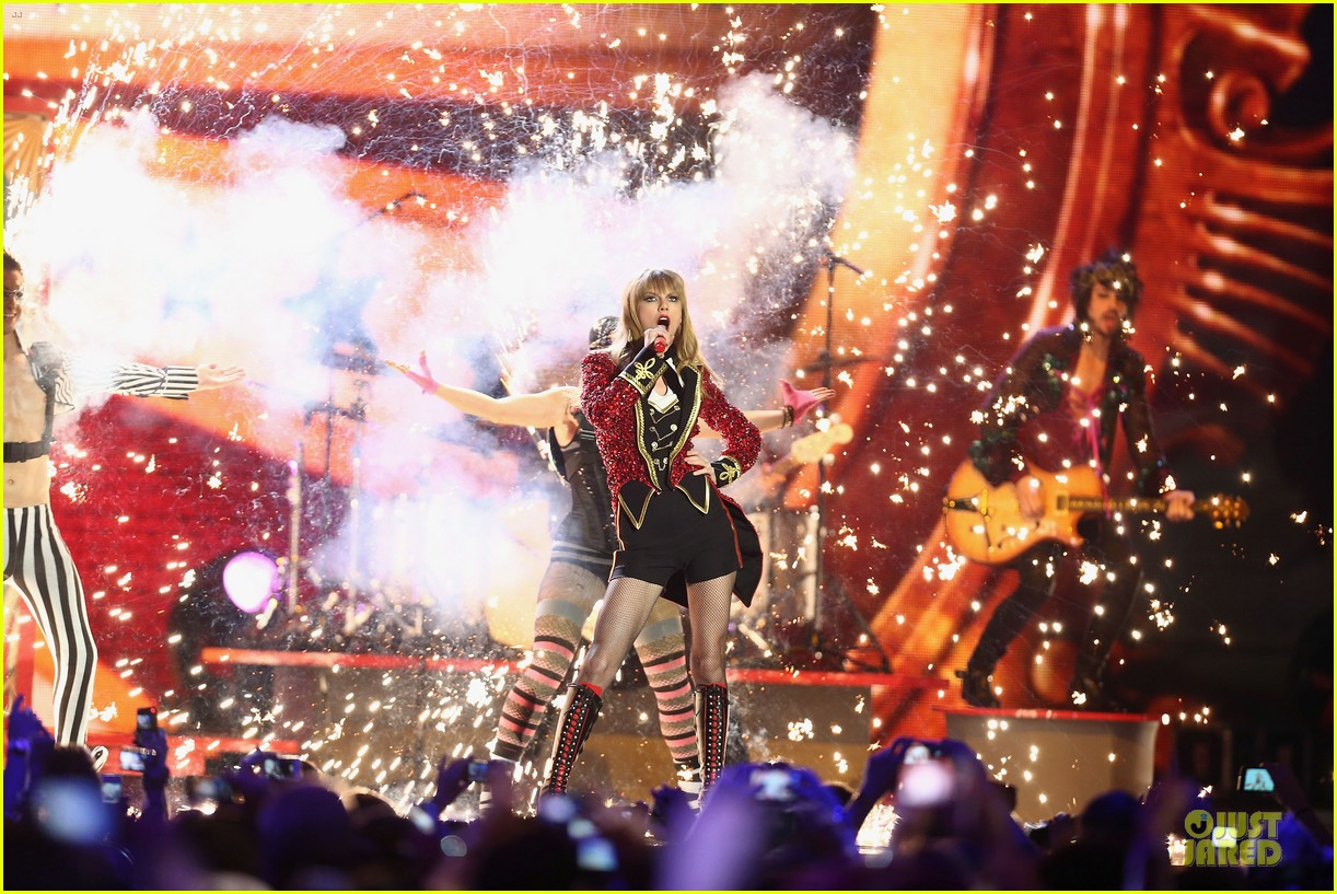 taylor swift mtv emas performance watch now 19