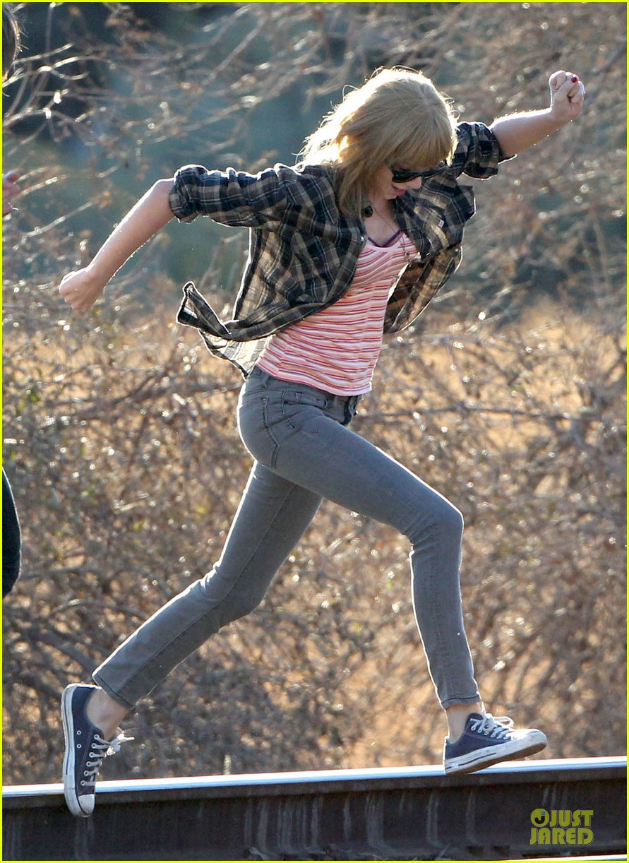 taylor swift piggy back ride on i knew you were trouble set 222761068