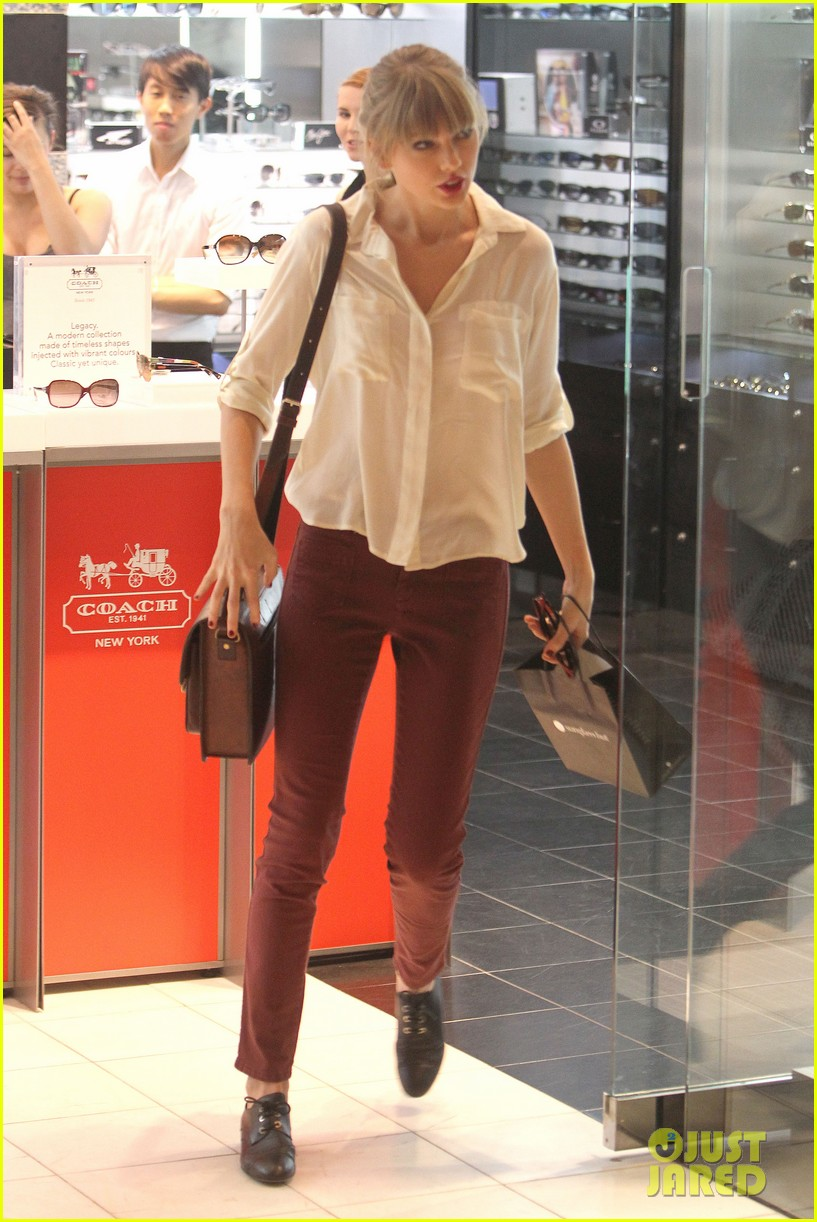 taylor swift shopping in sydney 102763587