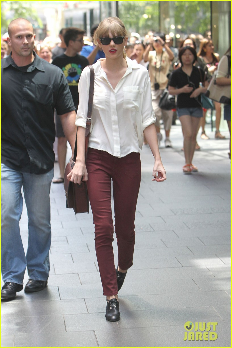 taylor swift shopping in sydney 162763593