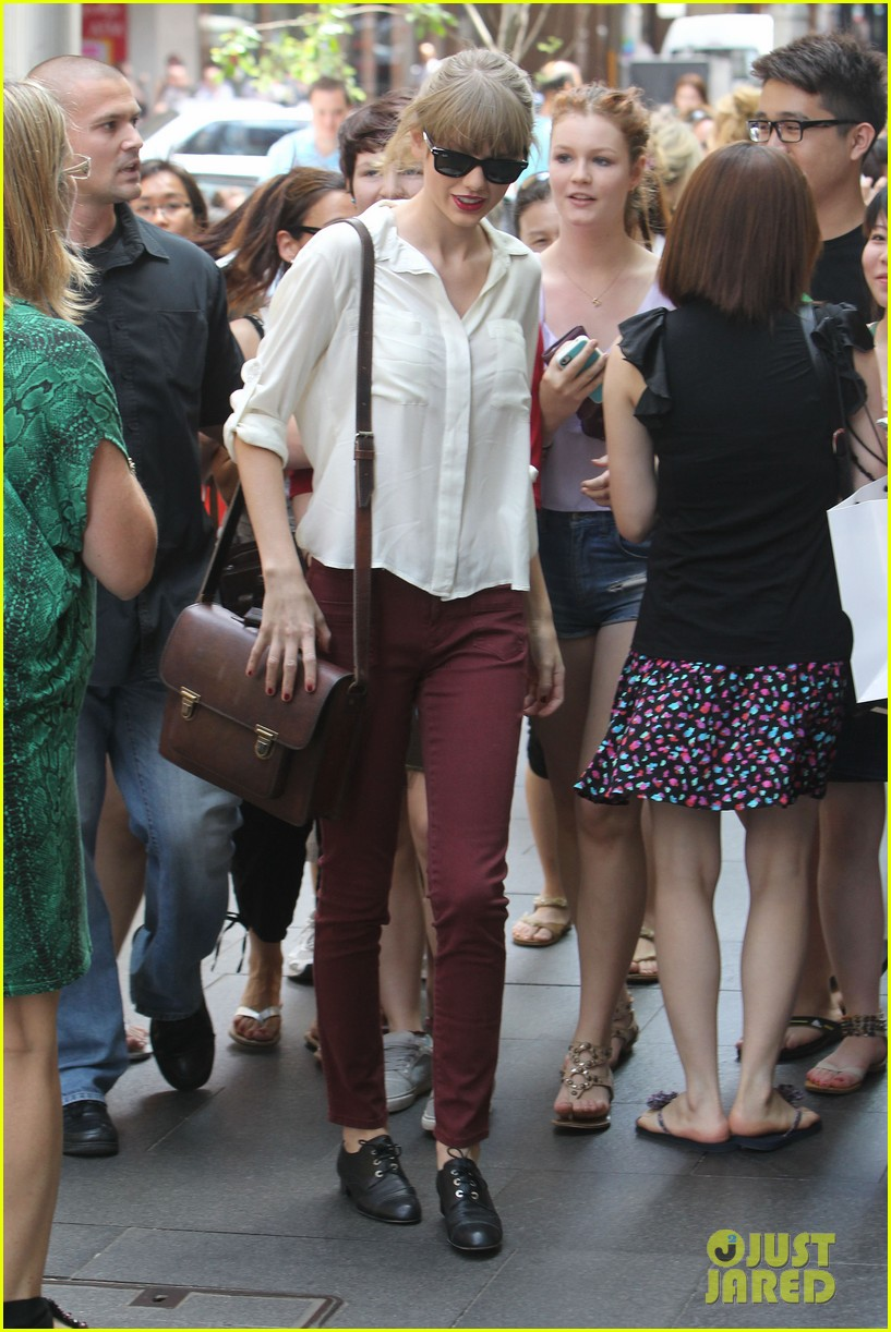 taylor swift shopping in sydney 192763596
