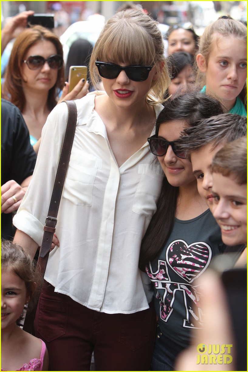 taylor swift shopping in sydney 202763597