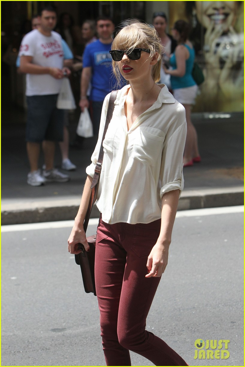 taylor swift shopping in sydney 252763602