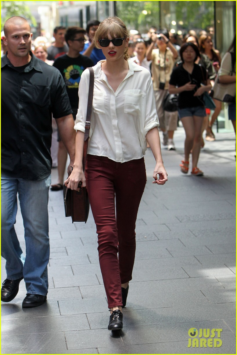 taylor swift shopping in sydney 302763607
