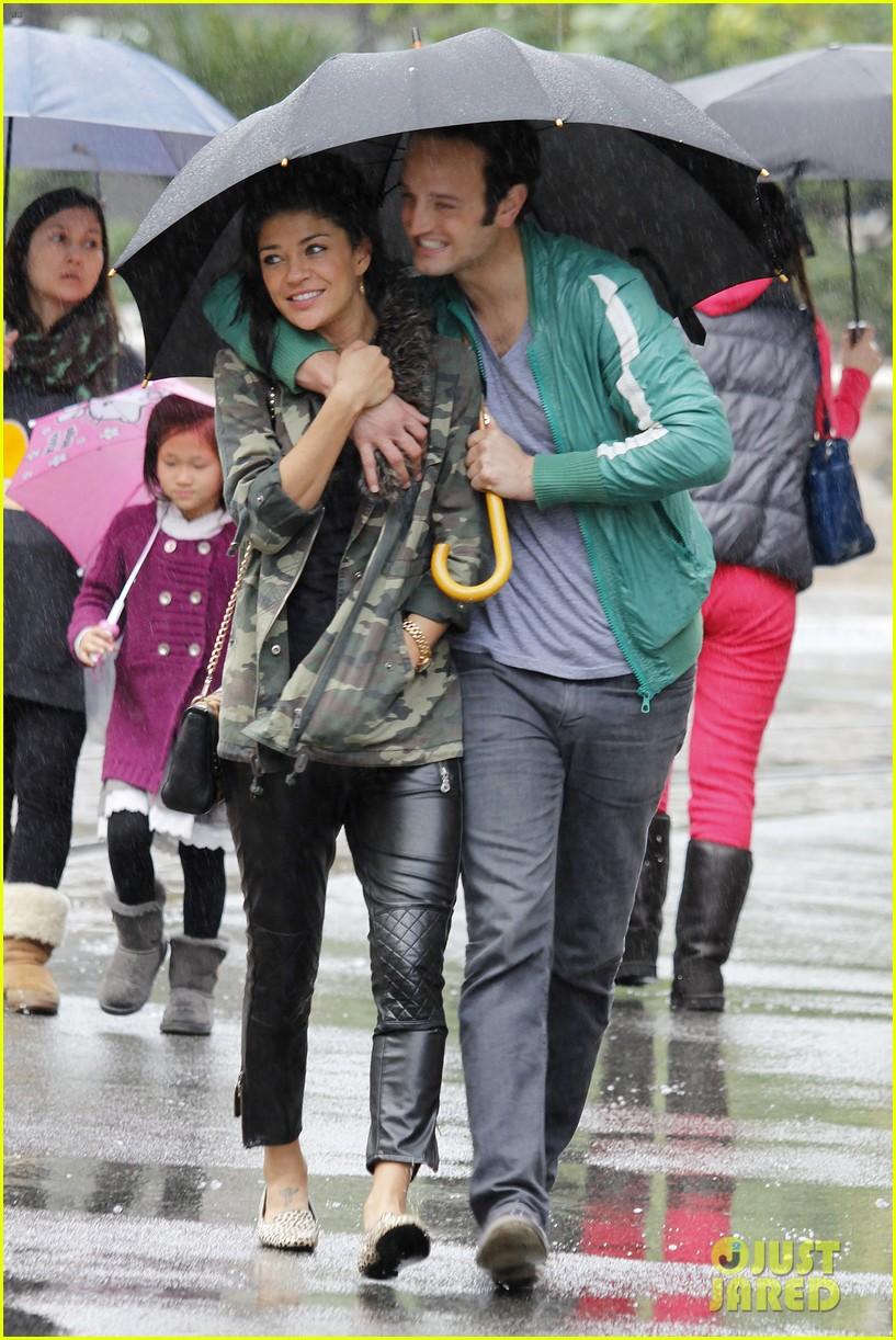jessica szohr rainy day date with boyfriend 042760052