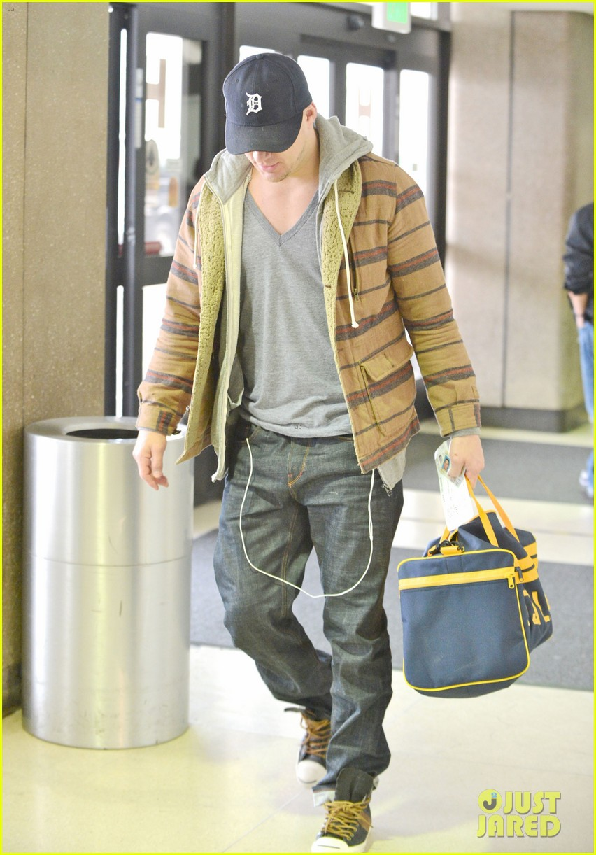 channing tatum flies out of los angeles 032764146