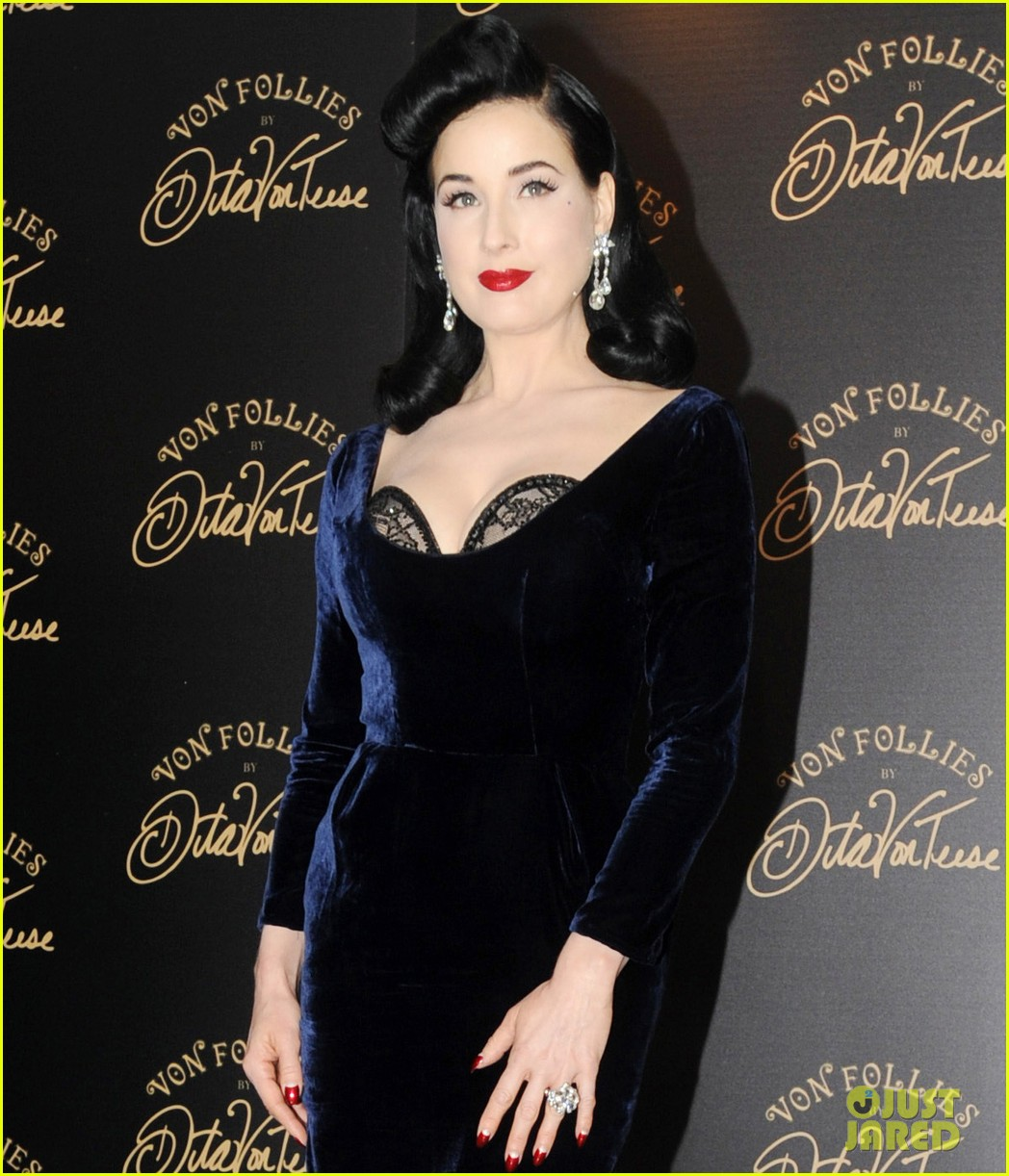 dita von teese von follies lingerie launch 04