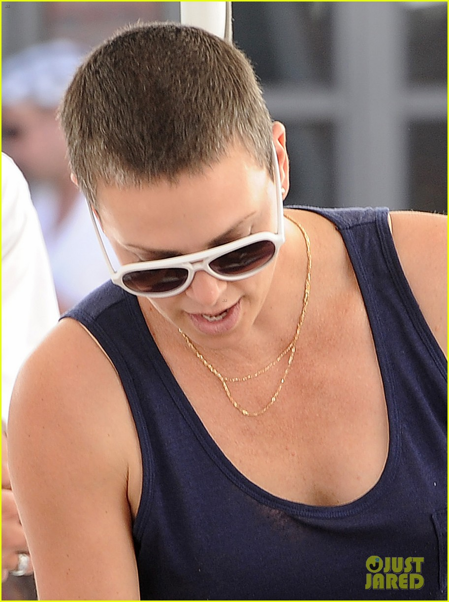 charlize theron cape town lunch with jackson 02