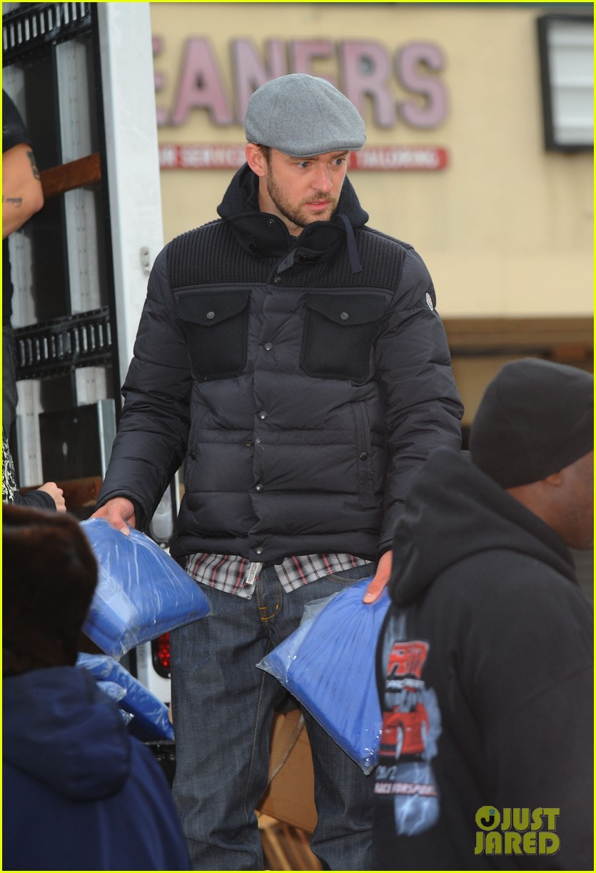 justin timberlake jessica biel hurricane sandy relief workers 05