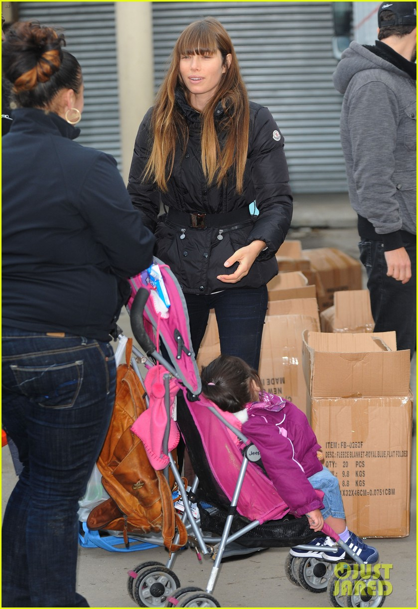 justin timberlake jessica biel hurricane sandy relief workers 282755020