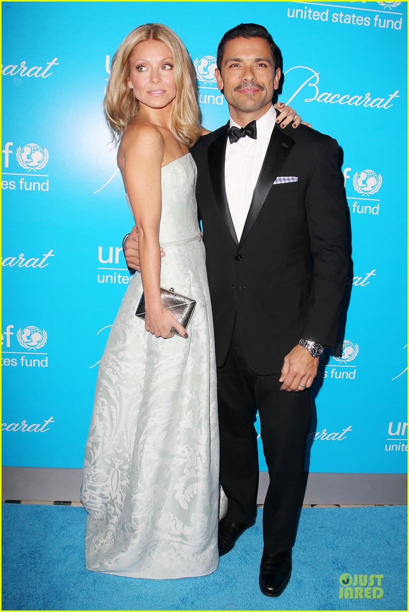 uma thurman kate mara unicef snowflake ball 032764960