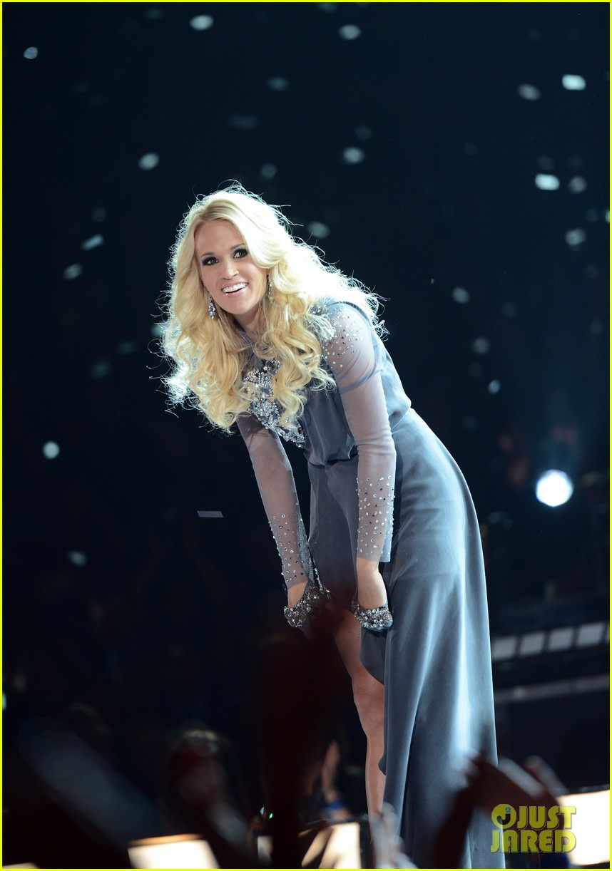 carrie underwood begin again live performance at cmas watch now 01