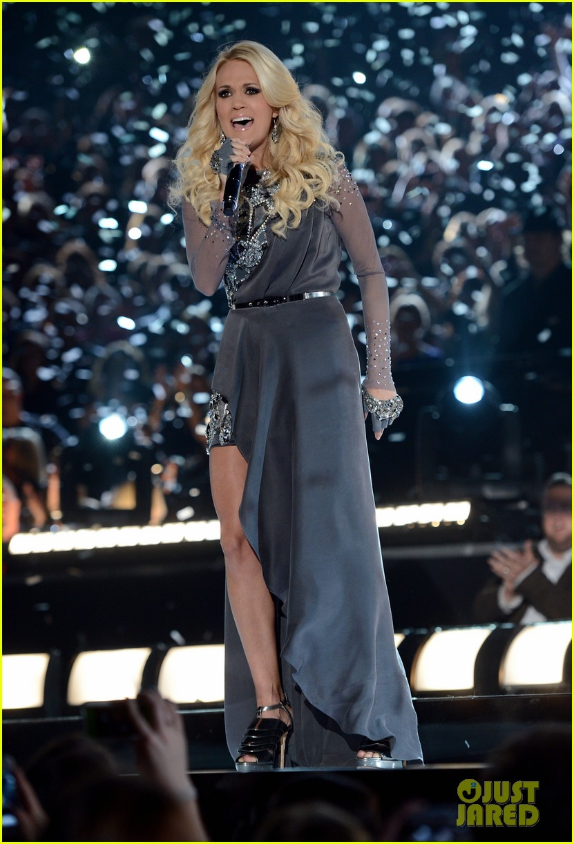 carrie underwood begin again live performance at cmas watch now 032749685