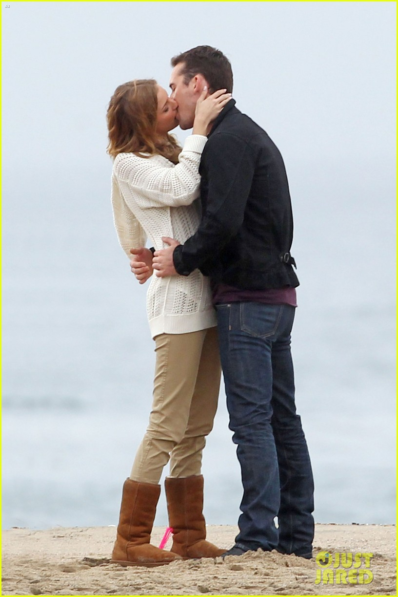 emily vancamp barry sloane revenge kiss in the rain 062766349