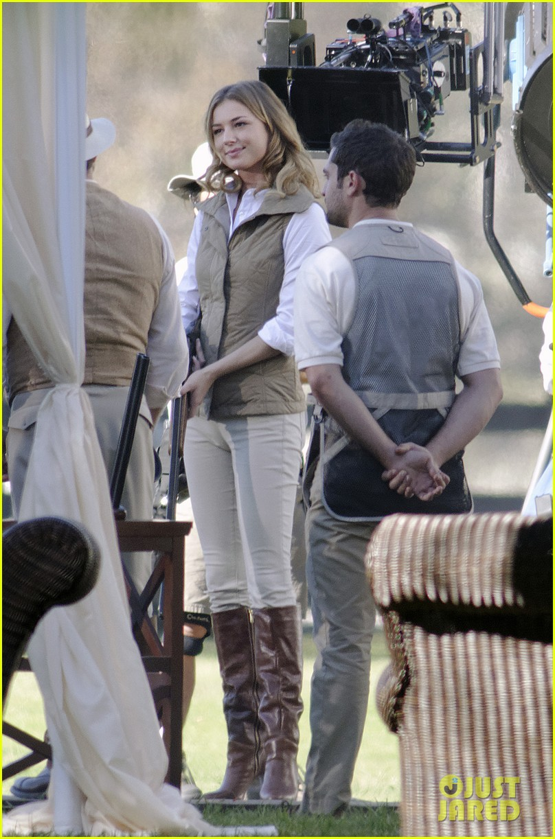 emily vancamp shoots rifle on revenge set 072749152
